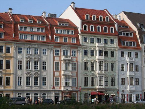 Rampische Straße mit rekonstruierten Bürgerhäusern