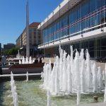 Wiederhergestellte Springbrunnen vor dem Kulturpalast