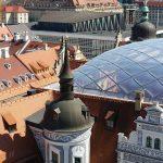 Großer Schlosshof, überdachter Kleiner Schlosshof, Kulturpalast, Rathaus- und Kreuzkirchturm