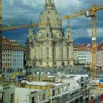 Nur für kurze Zeit ist dieser Blick vom Kulturpalast auf die Frauenkirche möglich.