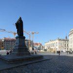 Neumarkt mit Lutherdenkmal und Blick zum neuen Quartier VI