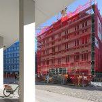 "Blick von den Kulturpalast-Kolonaden auf das ""Moritzhaus"" (Quartier V-1)"