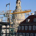 Blick zur Kuppel der Frauenkirche zwischen dem Köhlerschen Haus und dem neuen Moritzhaus
