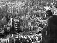 PRESSEMITTEILUNG: Ein Antikriegsdenkmal oder ein Siegesdenkmal für Dresden?