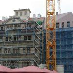 Quartier VI Regimentshaus (Leitbau) und Eckgebäude von Stellwerk-Architekten mit fertig gestelltem Dach