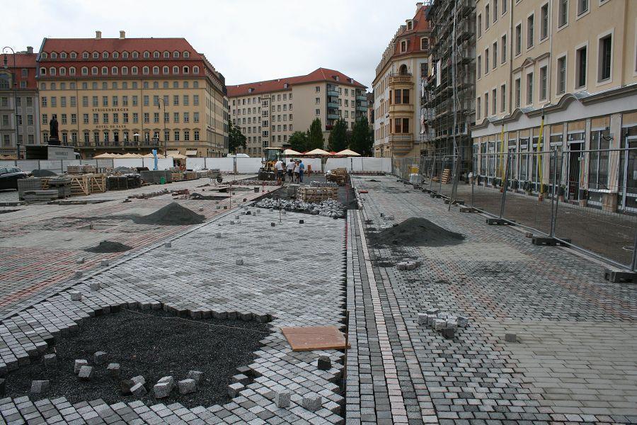 Künftige Grünfläche vor dem Quartier VI mit der gemusterten Pflasterung