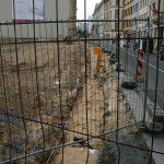 Erste Arbeiten zur Vorbereitung des Baugrubenaushubs beim Quartier III-2 entlang der Landhausstraße