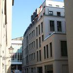 Namenlose Gasse hinter der Wilsdruffer Straße - rechts Schuhmachergasse mit KIB-Projekt