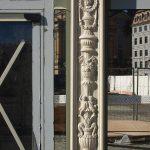 Nachbildung der Semperschen Ornamentik in der Ladenfront mit Sandsteinreliefs