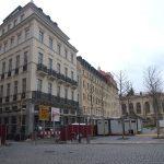 Blobelhaus am Neumarkt - davor neu gepflanzte Platanen