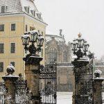 Schloss-Eingangstor und Taschenbergpalais + Zwinger