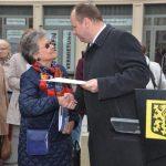 OB Hilbert bedankt sich bei Eveline Eaton (Vorsitzende des Dresden-Trust), Foto: Rita Alpen