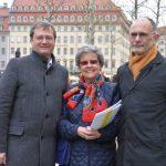 Eveline Eaton (Vorsitzende des Dresden-Trust), Superintendent Christian Behr (Kirchenbezirk Dresden Mitte, Kreuzkirche) und Torsten Kulke (GHND) als die drei Hauptinitiatoren für die Spenden zum Grünen Gewandhaus