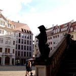 Jüdenhof mit Regimentshaus und Freitreppe des Johanneums