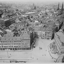df_hauptkatalog_0008043_ Möbius, Walter_ Dresden. Blick von der Frauenkirche nach Westen über Neumarkt mit... , 1930