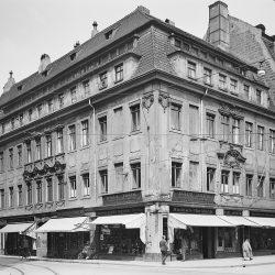 df_hauptkatalog_0008909_ Möbius, Walter_ Dresden-Neustadt. Bürgerhaus, Ecke Hauptstraße, Heinrichstraße, 1931