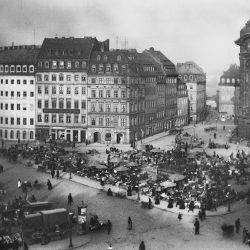 df_hauptkatalog_0041702 Donadini, Ermenegildo Antonio Dresden-Altstadt. Neumarkt mit Markttreiben, um 1892