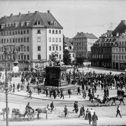df_hauptkatalog_0041707_ Donadini, Ermenegildo Antonio_ Dresden-Neustadt. Neustädter Markt mit Reiterstandbild Augusts de... , um 1890