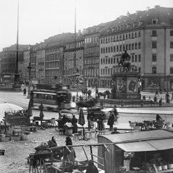 df_hauptkatalog_0044709_ Donadini, Ermenegildo Antonio_ Dresden-Neustadt. Neustädter Markt mit Verkaufsständen, Pferdebah... , um 1900
