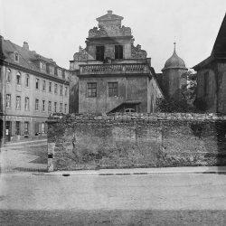df_hauptkatalog_0044718_Donadini, Ermenegildo Antonio_ Dresden-Neustadt, Asterstraße (Köpckestraße) 1. Jägerhof (Baubeginn 1569) vor dem Umbau. Straßenansicht des Westflügels, um 1900