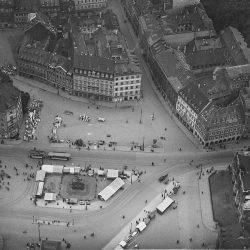 df_hauptkatalog_0305525_ Hahn, Walter_ Dresden-Neustadt. Stadtansicht mit Hauptstraße und Neustädter Mar... , 1924