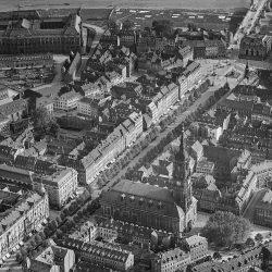 df_hauptkatalog_0305876_ Hahn, Walter_ Dresden_ Innere Neustadt von Norden. Luftbild-Schrägaufnahme, 1925