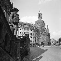 df_hauptkatalog_0310878_ Hahn, Walter_ Dresden-Altstadt. Neumarkt mit Frauenkirche. Blick vom Jüdenhof, 1936