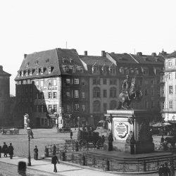 df_hauptkatalog_0400366_ Donadini, Ermenegildo Antonio_ Dresden-Neustadt. Neustädter Markt mit Reiterstandbild Augusts de... , um 1895