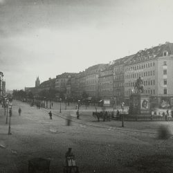 df_hauptkatalog_0400369_ Donadini, Ermenegildo Antonio_ Blick über den Neustädter-Markt nach Nordost in die Hauptstraße, 1881_1882