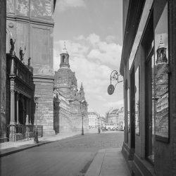 df_hauptkatalog_0412611_ Wunderlich, Hans_ Blick gegen Frauenkirche und Neumarkt, um 1935