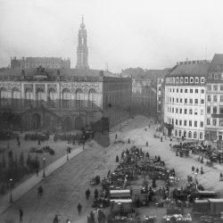 df_hauptkatalog_0504614_Donadini, Ermenegildo Antonio Neumarkt mit Christbaummarkt. Weihnachten 1892, 1892.12