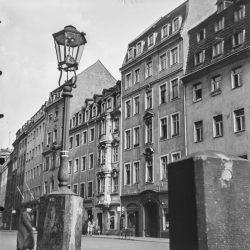 df_hauptkatalog_0570319_ Märker, Heinz_ Dresden-Altstadt. Neumarkt. Straßenansicht, vor 1945