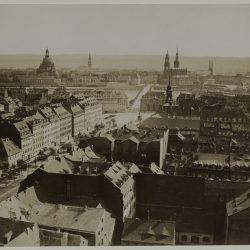 df_pos-2012-c_0000063_ Krone, Hermann_ Dresden-Neustadt. Hauptstraße (1687_1732, W. C. v. Klengel) und a... , 1882_1884