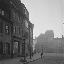 df_w_0220025_ Wiese, Albert_ Dresden-Neustadt, Kasernenstraße, Blick in Richtung Neustädter Markt, 1920.02 - Kopie