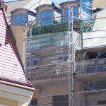 Dachzone des mit historischer Fassade im Wiederaufbau befindlichen Hauses Rampische Straße 4